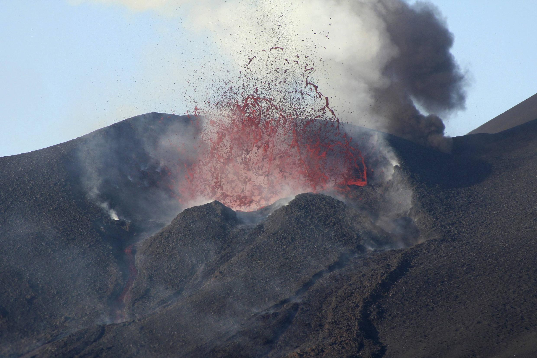 Le Pico de Fogo en éruption (photo datée de novembre 2014).