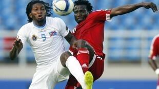 Grâce à un doublé de Dieudonne Mbokani (à gauche), la RDC a dominé le Congo (4-2) et se qualifie pour les demi-finales de la CAN 2015.