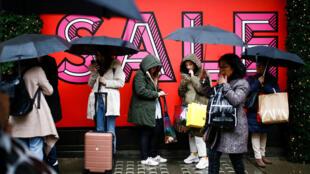 Des acheteurs sur Oxford Street lors du Boxing Day à Londres, ce 26 décembre 2019.