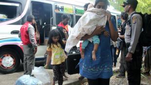A Austrália quer proibir em definitivo o direito dos refugiados que chegam ilegalmente ao país de barco.