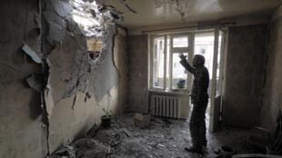 Жилой дом в Степанакерте после бомбардировки