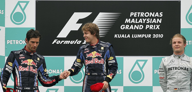 Sebastian Vettel y Mark Webber en el podium tras el Gran Premio de Malasia de Fórmula 1, Kuala Lumpur 4 de abril de 2010