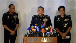 Le chef de la police malaisienne Khalid Abu Bakar a annoncé ce mardi en conférence de presse ce mardi 21 février qu'un diplomate nord-coréen était suspecté d'être impliqué dans l'assassinat du demi-frère de Kim Jong-un.