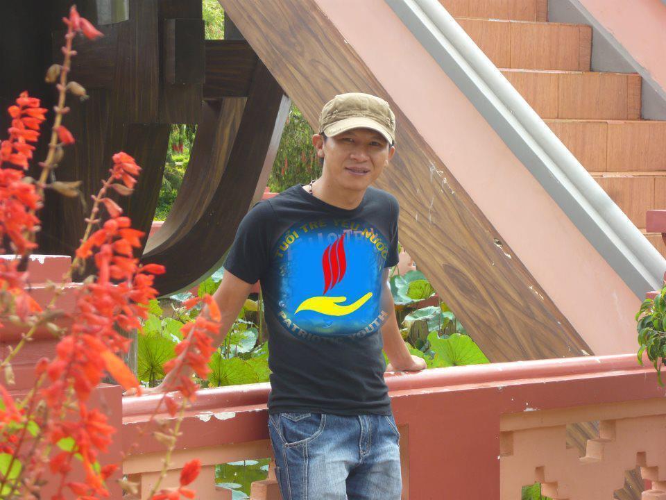 Nhạc sĩ Việt Khang.