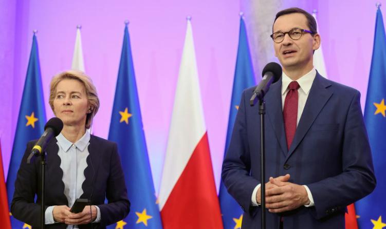 歐委會主席馮德萊恩與波蘭總理莫拉維茨基資料圖片