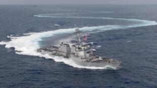 Khu trục hạm Mỹ USS William P. Lawrence (DDG 110) tham gia cuộc tập trận tại Thái Bình Dương, ngày 23/06/2018.