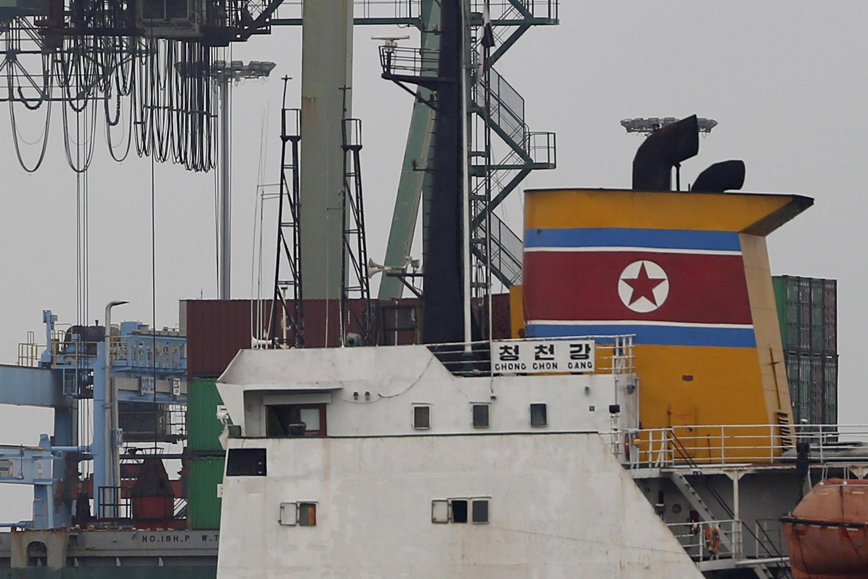 El barco norcoreano 'Chong Chong Gang' en el terminal internacional de buques de carga en Colón, el 16 de julio de 2013.