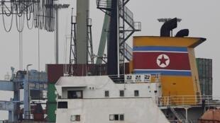Le navire nord-coréen «Chong Chong Gang» amarré au port de Colon, mardi 16 juillet.