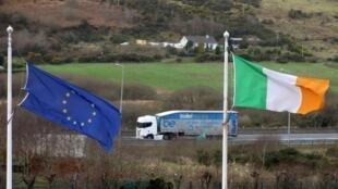 Un accord préliminaire a été trouvé entre les États membres de l'UE pour autoriser les biens irlandais et le bétail à passer par le Royaume-Uni sans être désavantagés.
