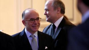 Bernard Cazeneuve, Premier ministre et Bruno Le Roux (second plan), ministre de l'Intérieur, le 12 décembre 2016.