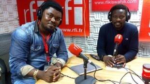 Jose Mara studio za RFI Kiswahili jijini Dar es salaam na mtangazaji Ali Bilali