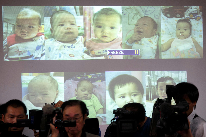 Hình ảnh minh họa những đứa con có bố người Nhật được cảnh sát chiếu trong một cuộc họp báo tại Bangkok ngày 12/08/2014.