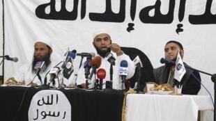 Saïf Eddine Erais, l'un des leaders d'Ansar al-Charia, lors d'une conférence de presse à Tunis, le 16 mai.