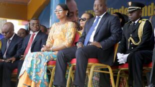 Le président congolais, Jospeh Kabila, au côté de sa femme, Marie Olive Lembe, lors des célébrations de l'indépendance de la RDC à Kindu, le 30 juin 2016.