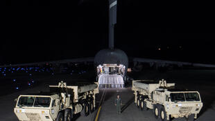 Американские мобильные противоракетные комплексы TCHAAD прибыли на Осанскую авиабазу в Южной Корее, 7 марта 2017 г