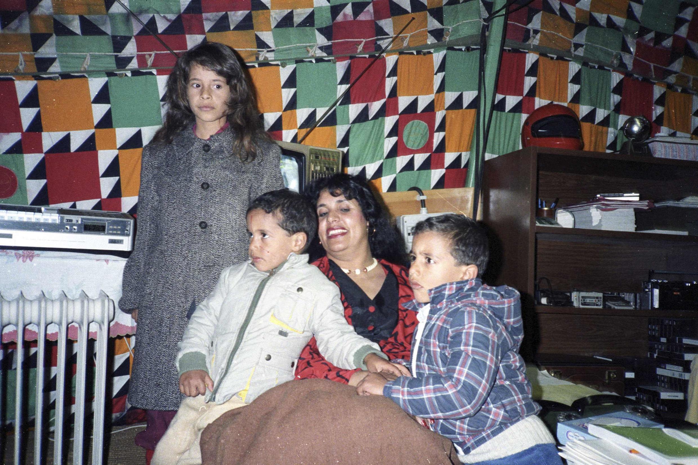 Сафийя Каддафи с тремя из восьми детей полковника. Январь 1986 г. (Архив)