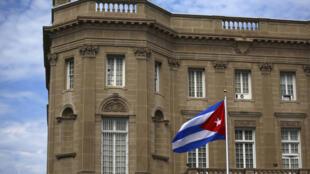 Cờ Cuba bay trước sứ quán tại Washington, Mỹ, ngày 20/07/2015.