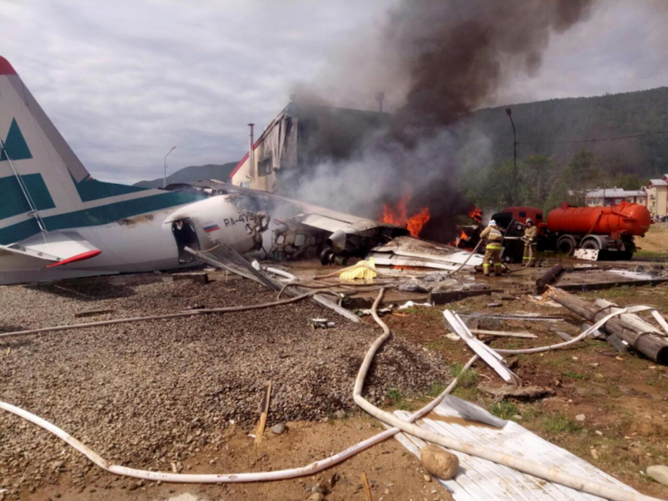 В результате катастрофы в Нижнеангарске погибли два члена экипажа