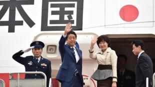 安倍偕夫人赴美2018年4月17日东京的羽田机场