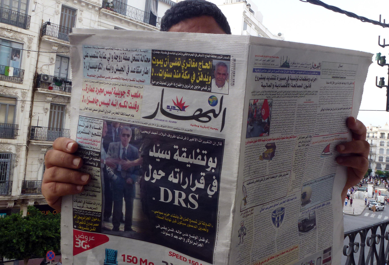 Le limogeage du général Toufik, chef des renseignements militaires dont aucune photo récente ne circule, fait la Une des journaux algériens (ici le quotidien «Ennahar», dimanche 13 septembre 2015).