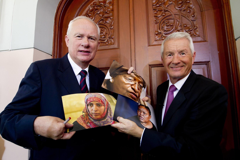 Ủy ban Nobel trưng hình ba phụ nữ đoạt giải