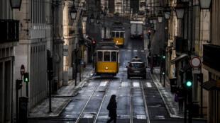 Cidade de Lisboa confinada.