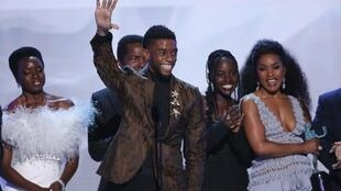 Chadwick Boseman waves in front of the cast of Black Panther after the film won Outstanding Performance by a Cast in a Motion Picture at the 25th Screen Actors Guild Awards