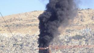 大马士革市中心一家联合国观察团下塌的旅馆附近发生爆炸。反叛武装叙利亚自由军声称对爆炸事件负责,他们袭击目标是在政府军的一次军事会议。2012年8月15日。