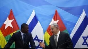 Le président togolais Faure Gnassingbé tient une conférence de presse conjointe avec le Premier ministre Benyamin Netanyahou, le 10 août 2016 à Jérusalem.