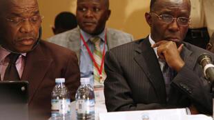 Les responsables du M23 et du gouvernement congolais à Kampala, le 21 octobre 2013.