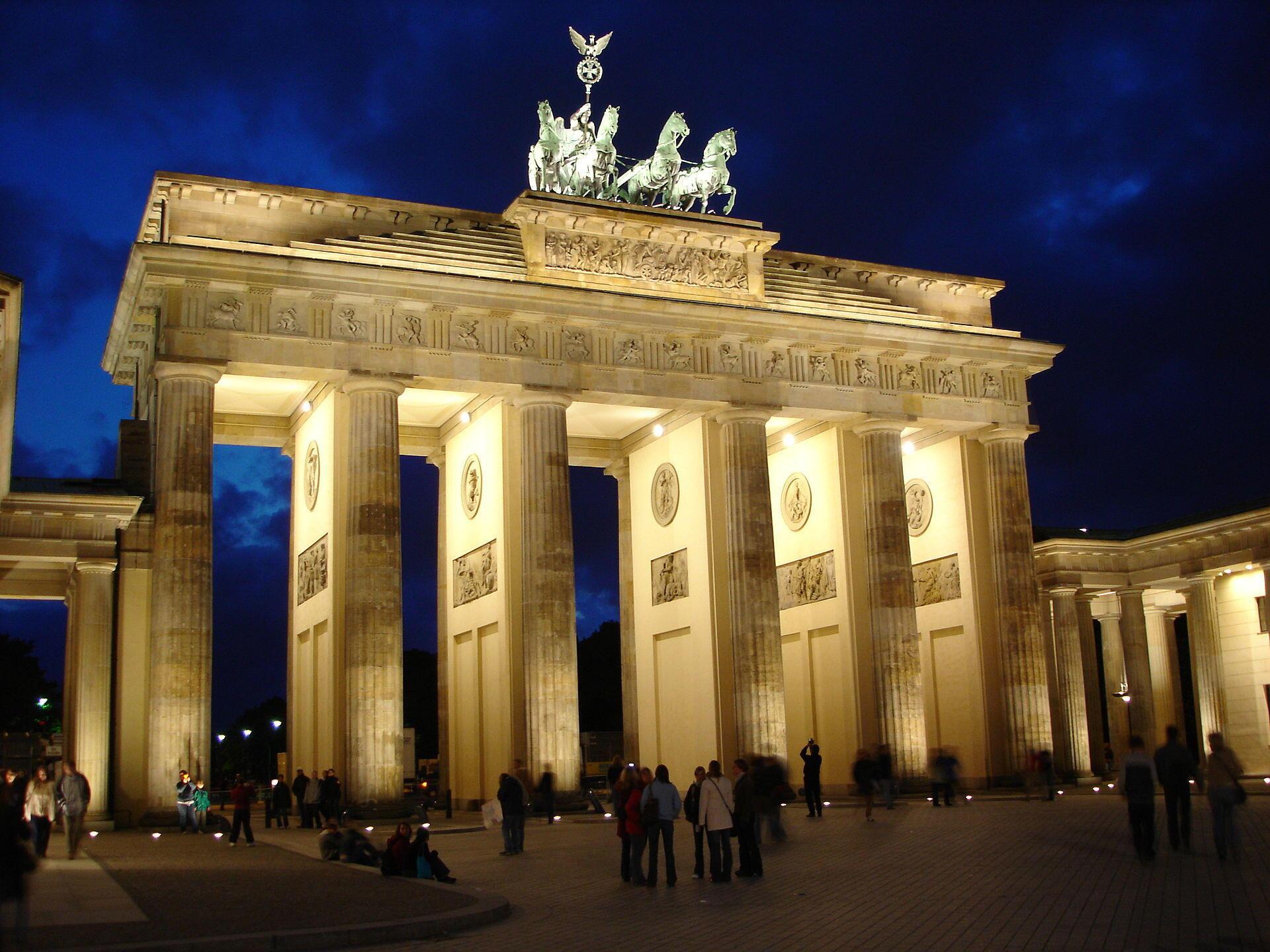 بیست و پنجم اوت مصادف است به بیست و هفتمین سالگرد امضای پیمان توسعه و بازسازی برلین به عنوان پایتخت مجدد آلمان است.