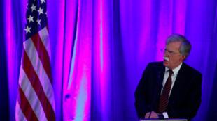 John Bolton, em pronunciamento advertiu o conselheiro de Segurança Nacional que vão prender e processar juízes e outros funcionários do TPI se estes processarem americanos que lutaram no Afeganistão por crimes de guerra.