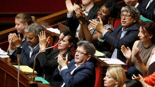 Депутаты фракции  «Непокорная Франция» на заседании Национального собрания, 19 июля 2017