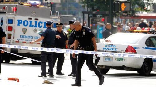 Cảnh sát trên hiện trường sau vụ nổ súng tại Empire State Building (Reuters)