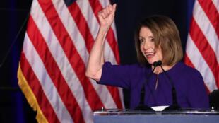La présidente du groupe démocrate à la Chambre Nancy Pelosi après le résultat des élections de mi-mandat, à Washington, le 6 novembre 2018.