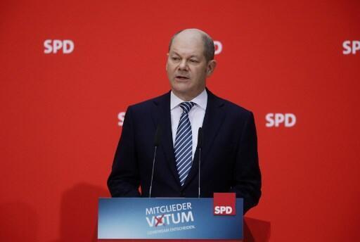 Olaf Scholz, líder interino do Partido Social Democrata (SPD) da Alemanha, depois do SIM dos militantes, a 4 de março de 2018, a um governo com Angela Merkel