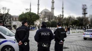 L'attaque, qui a eu lieu mardi 12 janvier 2016 dans la matinée dans le quartier touristique de Sultanahmet à Istanbul, a fait 10 morts et 17 blessés.