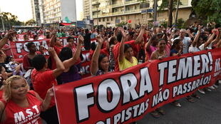 Des partisans de Dilma Rousseff protestent contre son procès en destitution dans les rues de Sao Paulo, au Brésil.