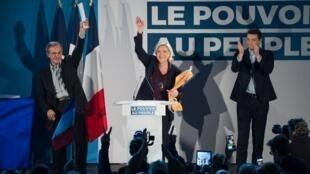 De gauche à droite: Thierry Mariani, Marine Le Pen et Jordan Bardella, le 19 janvier, au Thor (Vaucluse).