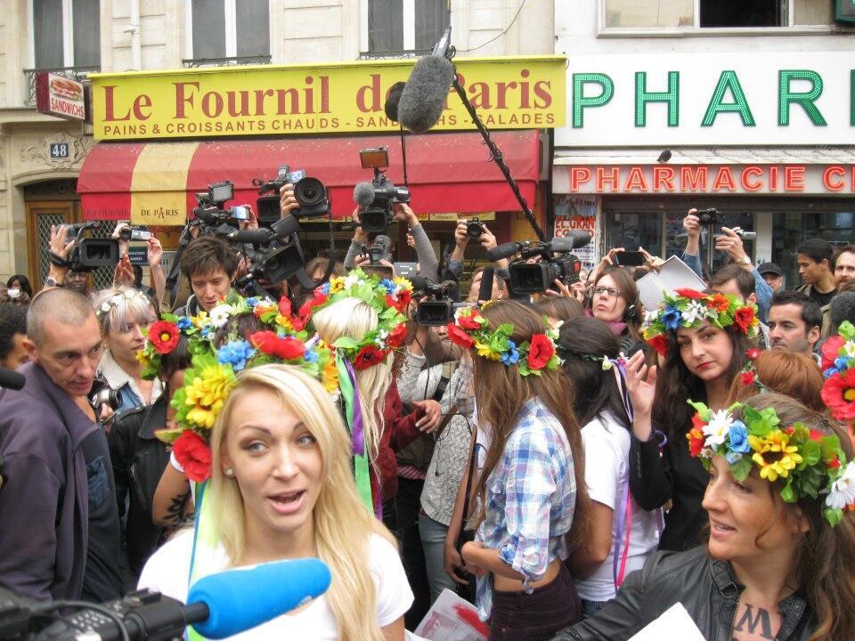 Парижский парад Femen