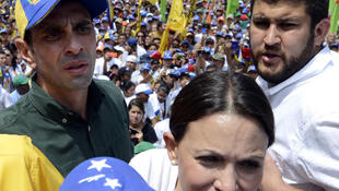 Henrique Capriles, en vert avec une casquette, le 22 février 2014 à Caracas.