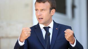 Emmanuel Macron doit mener une « reprise en main de ses troupes ».