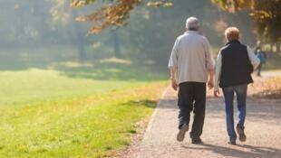 راهکارهای علمی به انسان امکان میدهد، تا با رعایت آنها مشکلات دوران پیری به حداقل ممکن برساند