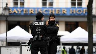 Polícia alemã em alerta após prisões de extremistas de direita que planejavam atentados.