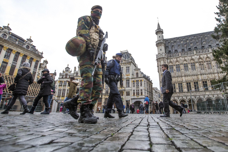 Quảng trường lớn ở trung tâm thành phố Bruxelles : báo động khủng bố được nâng lên cấp 4, mức tối đa - REUTERS /Yves Herman
