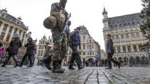 Третий день в брюссельском регионе живут в условиях повышенной террористической угрозы.