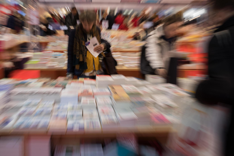 Dans les allées du Salon du livre au Parc des expositions de Paris, le 14 mars 2019.