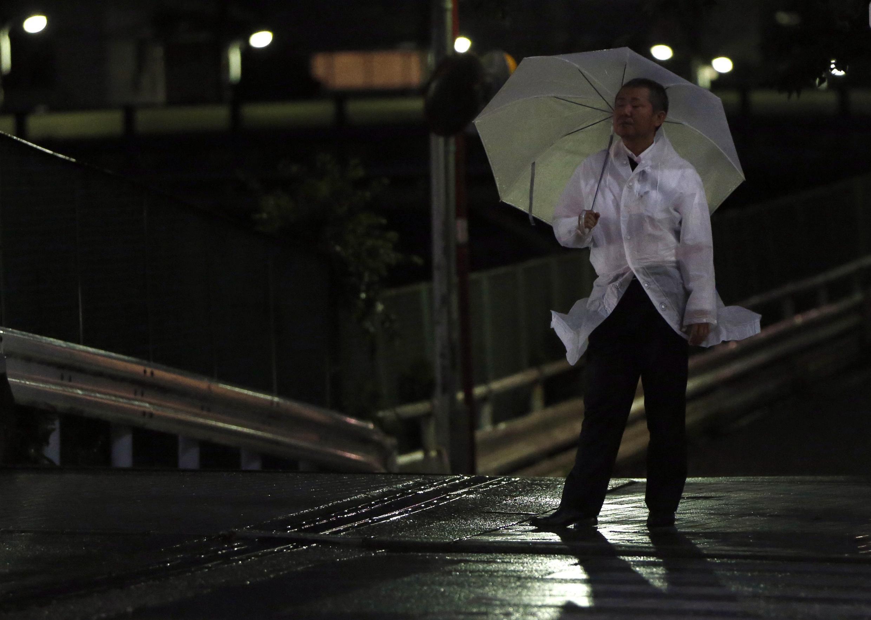 Cảnh bão tại Tokyo. Ảnh ngày 10/07/2014.