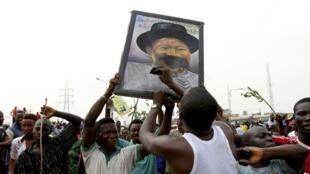 Sindicalistas nigerianos suspendem greve