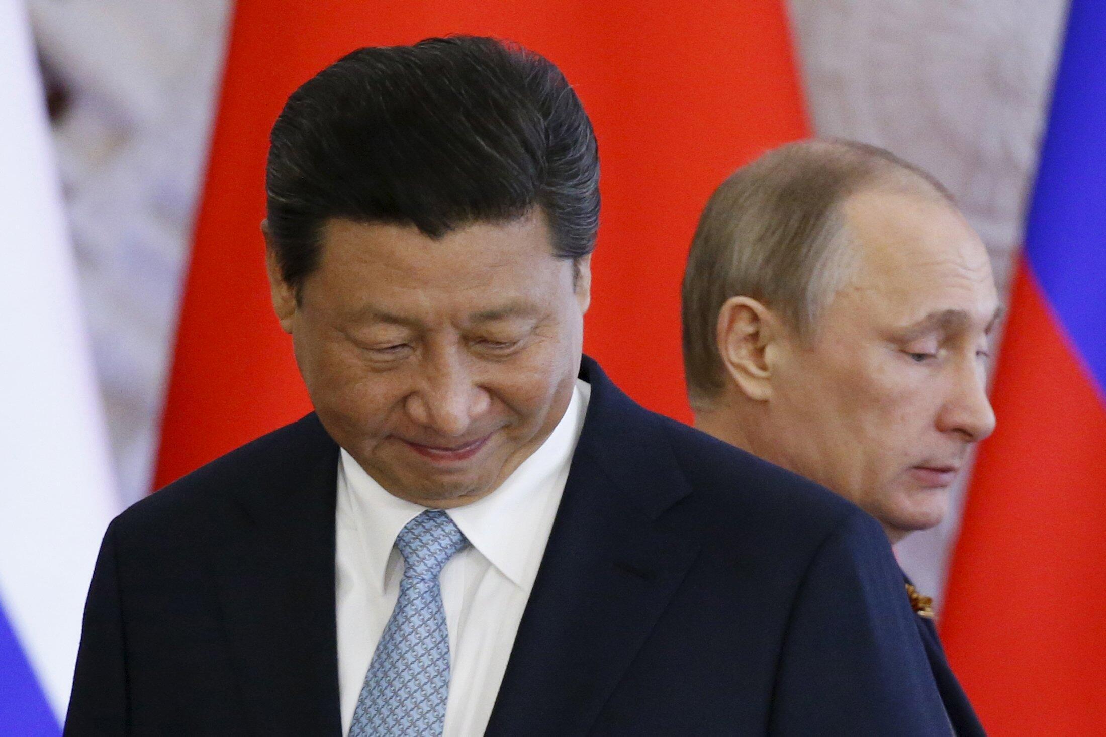 Hai ông Tập Cận Bình và Putin trong lần gặp tại Nga 08/05/2015 - REUTERS /Sergei Karpukhin